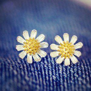 925 Sterling Silver Two Tone Daisy Stud Earrings